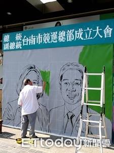 國寶級職人顏振發幫蔡賴手工繪製競選看板