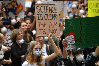 澳野火狂燒2萬人抗議 總理坦承擔憂
