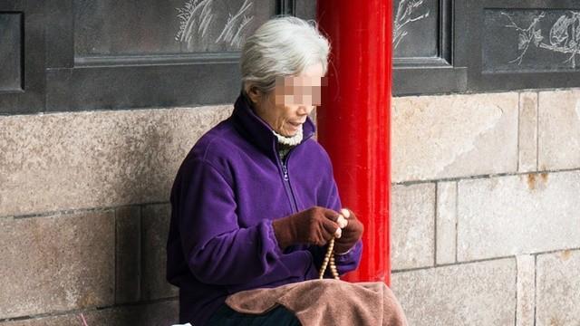 92歲阿嬤「關心路邊酒醉女」遭痛毆!肋骨斷八根 她酒醒後冷回:全忘了