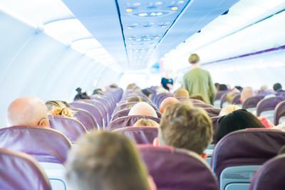 座椅有「翅膀」 經濟艙不再難睡