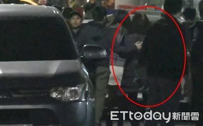 國民黨部炸彈客「握槍+引爆器」朝警狂吼:要死一起死