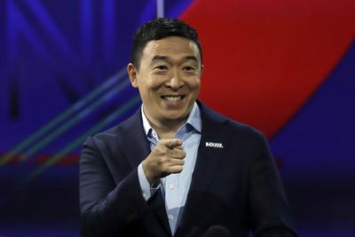 楊安澤成民主黨辯論唯一有色人種