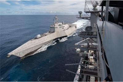 美「羅斯福號」與「奧瑪哈號」完成海上加油