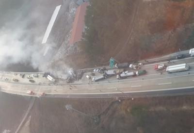 南韓43車連環撞燃燒 釀7死32傷