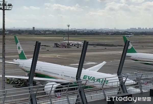 全台飛機迷最新賞機景點!「桃機觀景台」25公尺近距看飛機起降