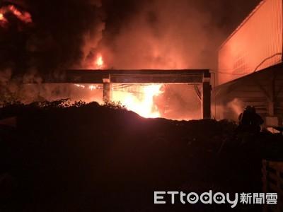 高雄2塑膠廠深夜大火 「粒狀物」滿天飛
