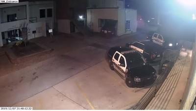 警待巡邏車 遭開槍射頭10次慘死