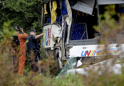 陸客團車禍3死23傷 司機低頭釀禍