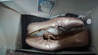 16年婚鞋「底部碎成瀝青」人妻驚呆