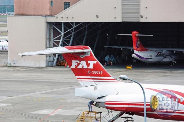 遠航無預警停飛又申請復飛,交通部長林佳龍16日強調停飛事實在短期內不會改變,不排除還要廢除營運許可。