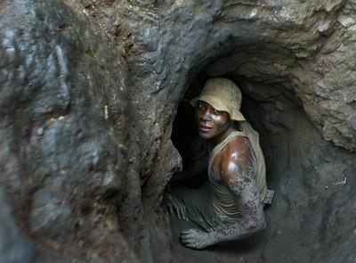剛果童工採礦釀死傷 蘋果Google挨告
