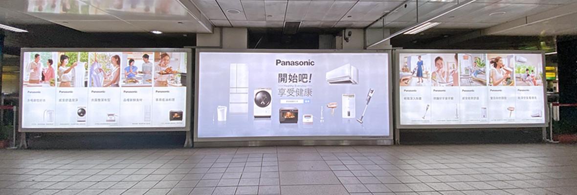 台北車站 連續巨型燈箱