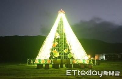 22米全台最高!宜蘭三星耶誕樹田間冒出