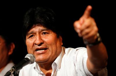 玻利維亞流亡前總統遭發布逮捕令