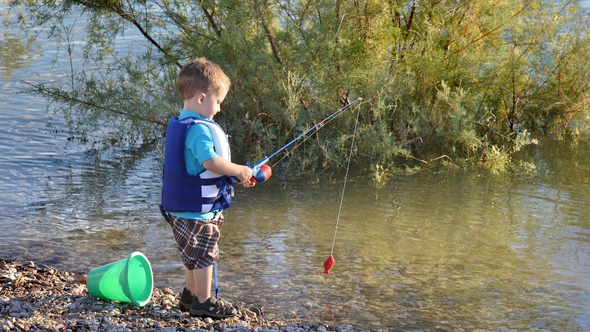 ▲釣魚,小孩。(圖/取自免費圖庫Pixabay)