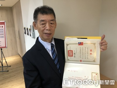 一捐就是35年!61歲男「捐血超過1400次」