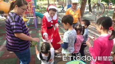 陳亭妃與小朋友一起過聖誕
