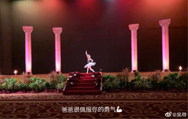 ▲▼吳尊女兒NeiNei努力學習芭蕾,還出國比賽。(圖/翻攝自微博/吳尊)
