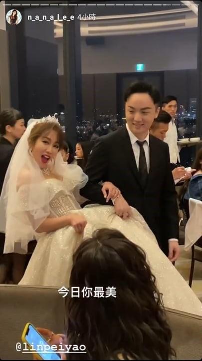 ▲林佩瑤舉辦婚禮,星光二班來獻唱。(圖/翻攝自李千那Instagram)