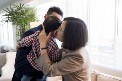 蔡英文親女嬰照遭臉書審查 他怒罵荒唐