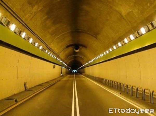 ▲台北警交大證實19年元旦辛亥隧道、市民高架都將安裝科技執法系統。(圖/記者張君豪翻攝)