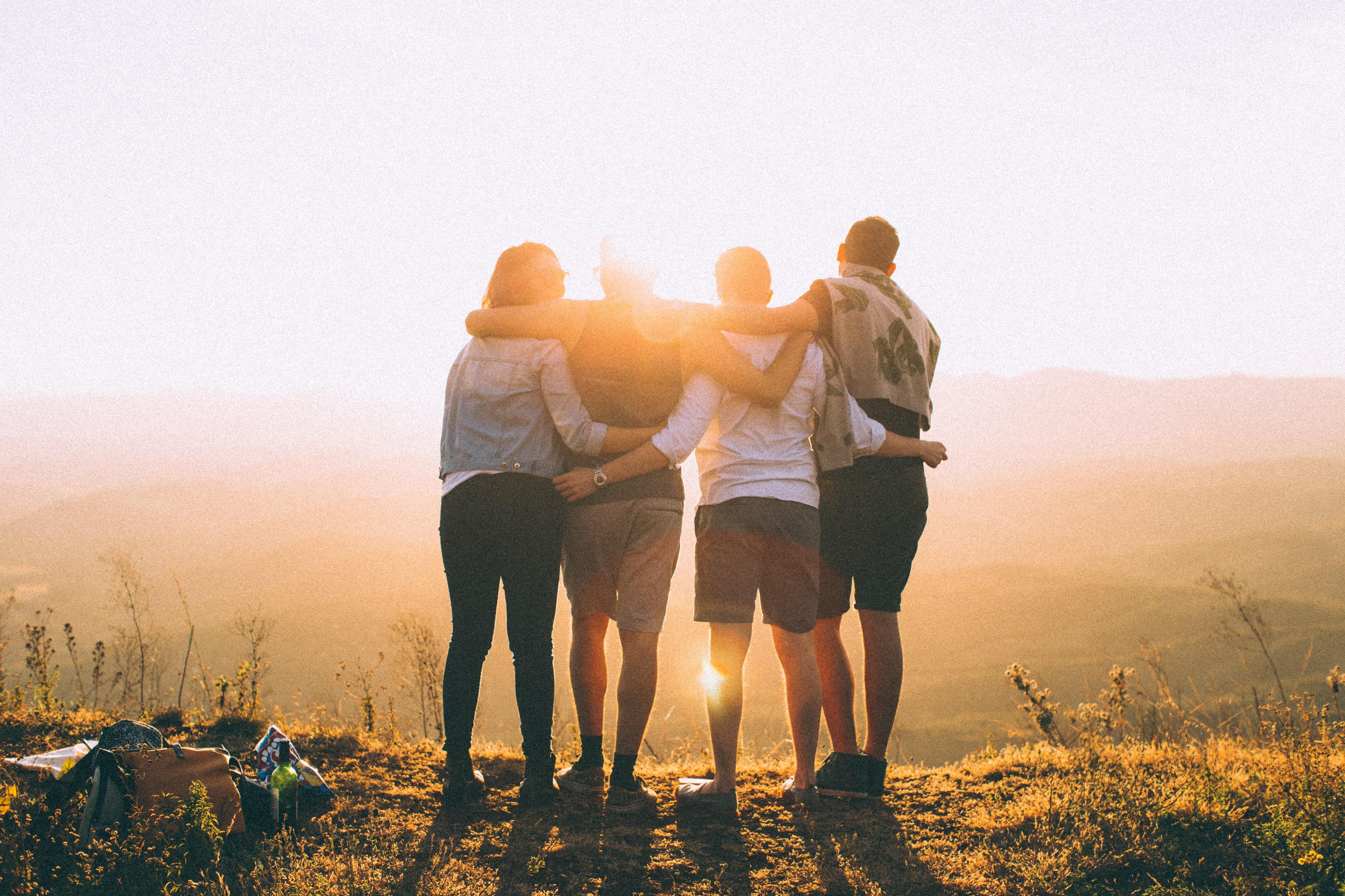 ▲朋友,好友,登山,爬山。(圖/取自免費圖庫Pexels)