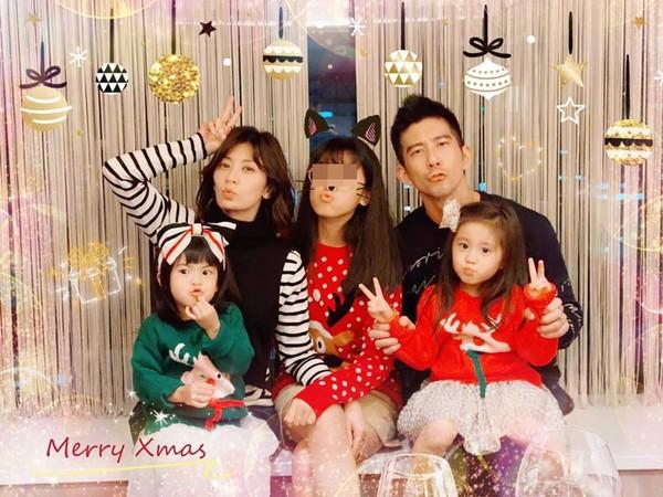 ▲賈靜雯全家過聖誕節。(圖/翻攝自Facebook/賈靜雯)