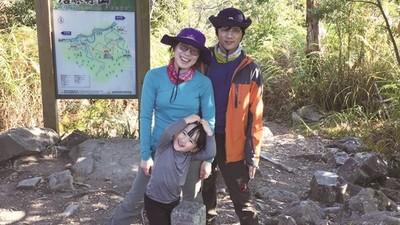 小二女童視力剩0.5!醫生建議「多爬山運動」 媽卻嫌:討厭戶外活動