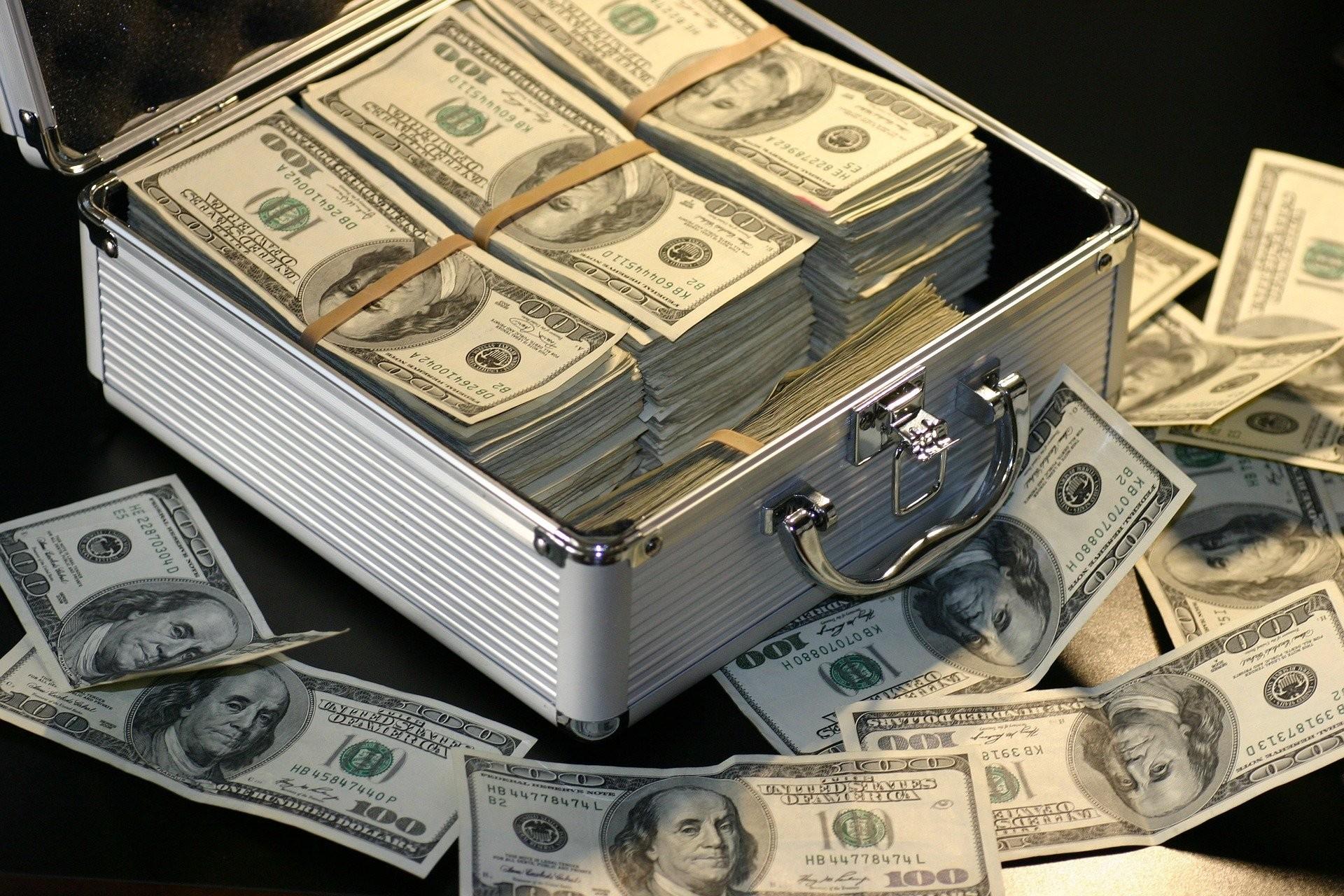 ▲金錢,鈔票,理財,投資,存錢,投資型保單,美元,美金。(圖/pixabay)