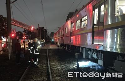 快訊/火車經過平交道...男衝上前「趴軌道」被輾過慘死