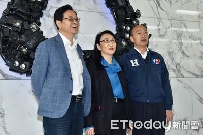 韓國瑜參訪宏達電對員工喊「你們爸媽喜歡我」 王雪紅:員工都很喜歡你