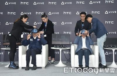 「非常震撼!」韓國瑜觀看蒙娜麗莎VR虛擬實境