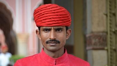 被動算命?印度阿三路上攔「講幾句要收錢」 男子傻眼:身上錢全給你