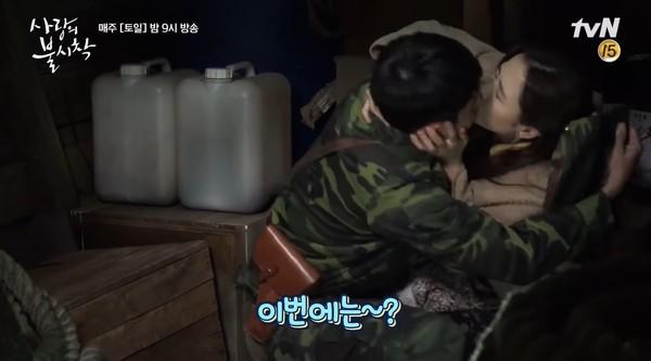 ▲玄彬孫藝真初吻都是真親!幕後花絮曝光 對視笑場超甜❤。(圖/翻攝自YouTube/tvN DRAMA)