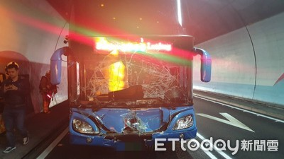 雪隧南下客運撞小客車 車流回堵14公里長