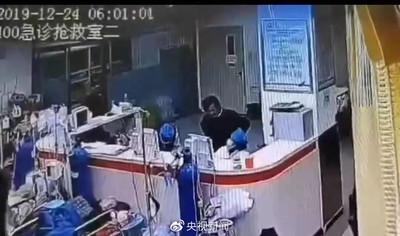 男闖急診室「猛刺脖子多下」殺死女醫 網氣炸:死刑