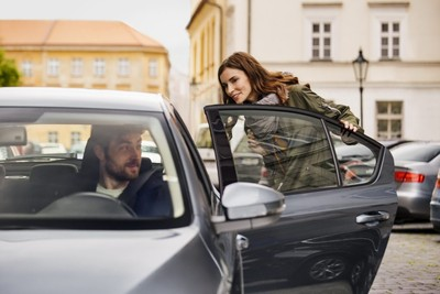 Uber駕駛最怕遇到的8種「奧客」行為!騷擾駕駛、甩車門都上榜