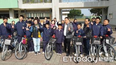 施坤霖、林宗盟捐贈272輛腳踏車