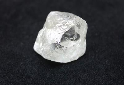 俄羅斯挖出「20億年前巨鑽」 190克拉震驚珠寶界