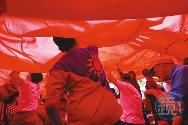 即便罷韓團體來勢洶洶,但國民黨認為反倒助長藍軍士氣,更帶動南台灣整體選情。