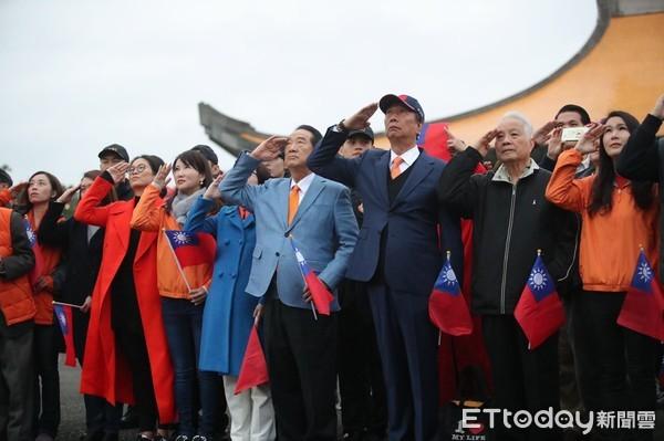 ▲▼郭台銘、宋楚瑜在國父紀念館升旗。(圖/親民黨提供)