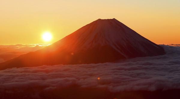 ▲▼ 日本迎接令和時代的第一個日出。圖為富士山。(圖/達志影像/美聯社)
