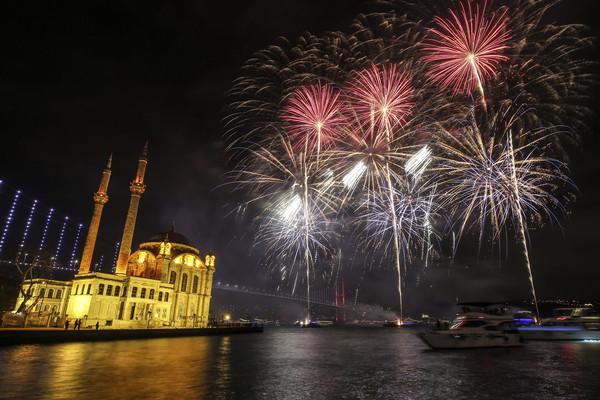 ▲2020伊斯坦堡煙火。(圖/達志影像/美聯社)