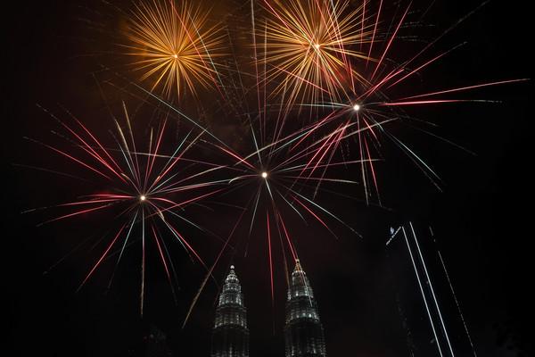 ▲▼ 2020馬來西亞吉隆坡煙火。(圖/路透社)
