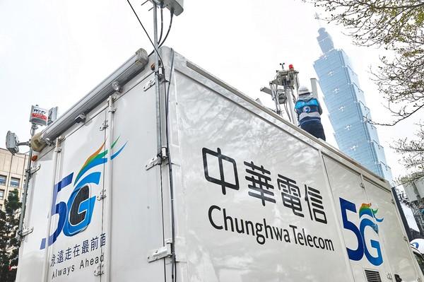 ▲▼電信業者特別在跨年活動現場增設5G行動基地台。(圖/業者提供)