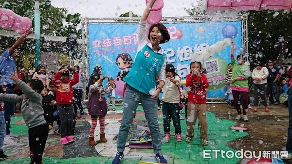 立委陳亭妃台南市勝安香草公園「妃妃姐姐活力泡泡秀」