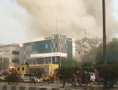 印度工廠大火爆炸倒塌 傳多人受困