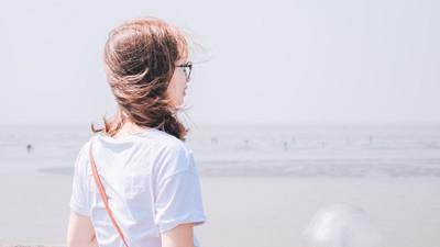 年紀大又怎樣!把握「美麗基礎」持續運動 只穿白T也像少女