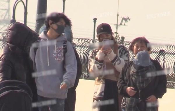 ▲▼吳奇隆、劉詩詩帶兒子逛上海迪士尼。(圖/翻攝自陸網/新浪娛樂)