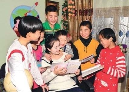 ▲▼《我們家的故事》原型張貞花和七個孩子(圖/翻攝自朝鮮雜誌《錦繡江山》)